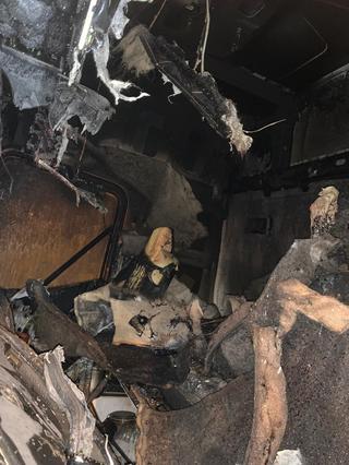 קבינת המשאית נשרפה כליל