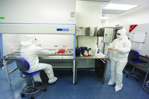 """""""עבדנו לילות כימים"""". במעבדה של ביוגרופ"""
