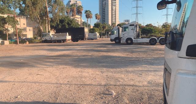 חניון משאיות ברחוב הערמונים, השבוע