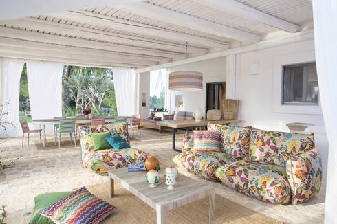 בדי ריפוד בהדפס אביבי וצבעוני מבית האופנה מיסוני. RENBY