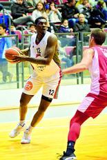 אמנואל אומגבו | צילום: נחום סגל