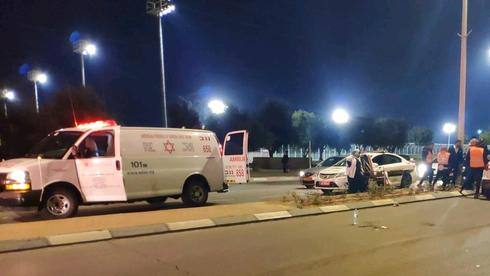 """תאונה, רחוב אצ""""ל באר שבע. צילום: דוברות מד""""א"""