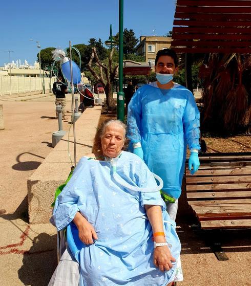 סובחיא בטיול עם צוות הסיעוד של כרמל. צילום: בית חולים כרמל