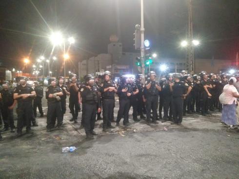 כוחות גדולים הכניסה לתחנת המשטרה. צילום: מירית פנחס