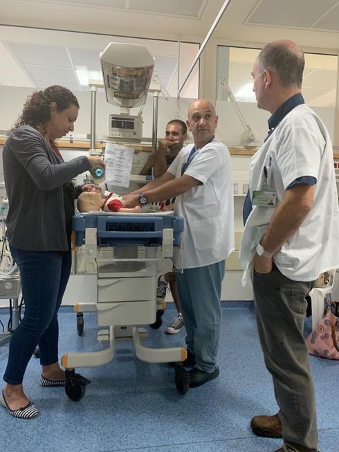 קורס החייאת פגים בבית חולים כרמל. צילום: אלי דדון